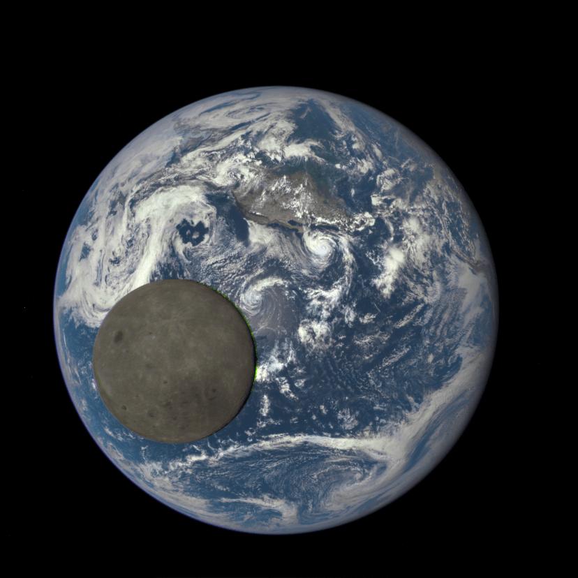 La Luna e la Terra viste dal satellite DSCOVR (Credits: NASA/NOAA)