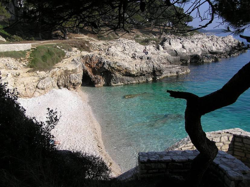 Spiaggia vicino Pola (Wikicommons)