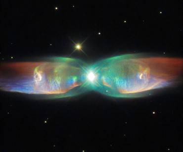 Twin Jet Nebula (Credits: ESA/Hubble & NASA, Acknowledgement: Judy Schmidt)