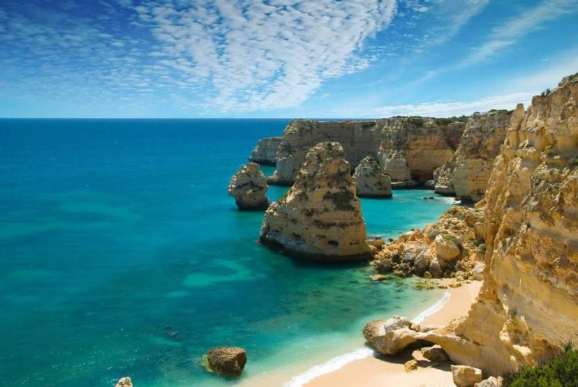 Praia da Marinha, Algarve, Portogallo (Foto di Ricard12. Licenza CC BY-SA 3.0 via Wikimedia Commons)