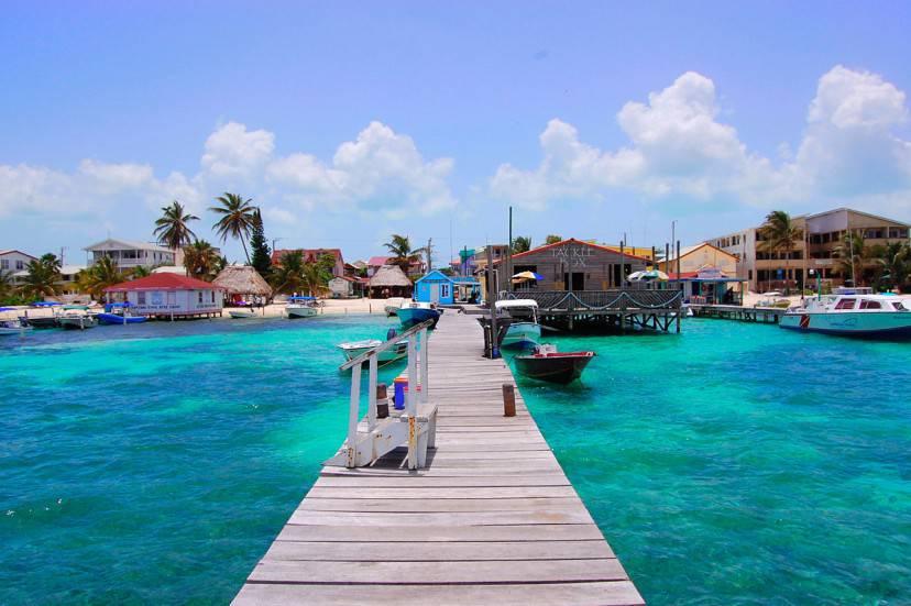 San Pedro Beach, Ambergris Caye, Belize (Foto di Areed145. Licenza CC BY-SA 3.0 via Wikimedia Commons)