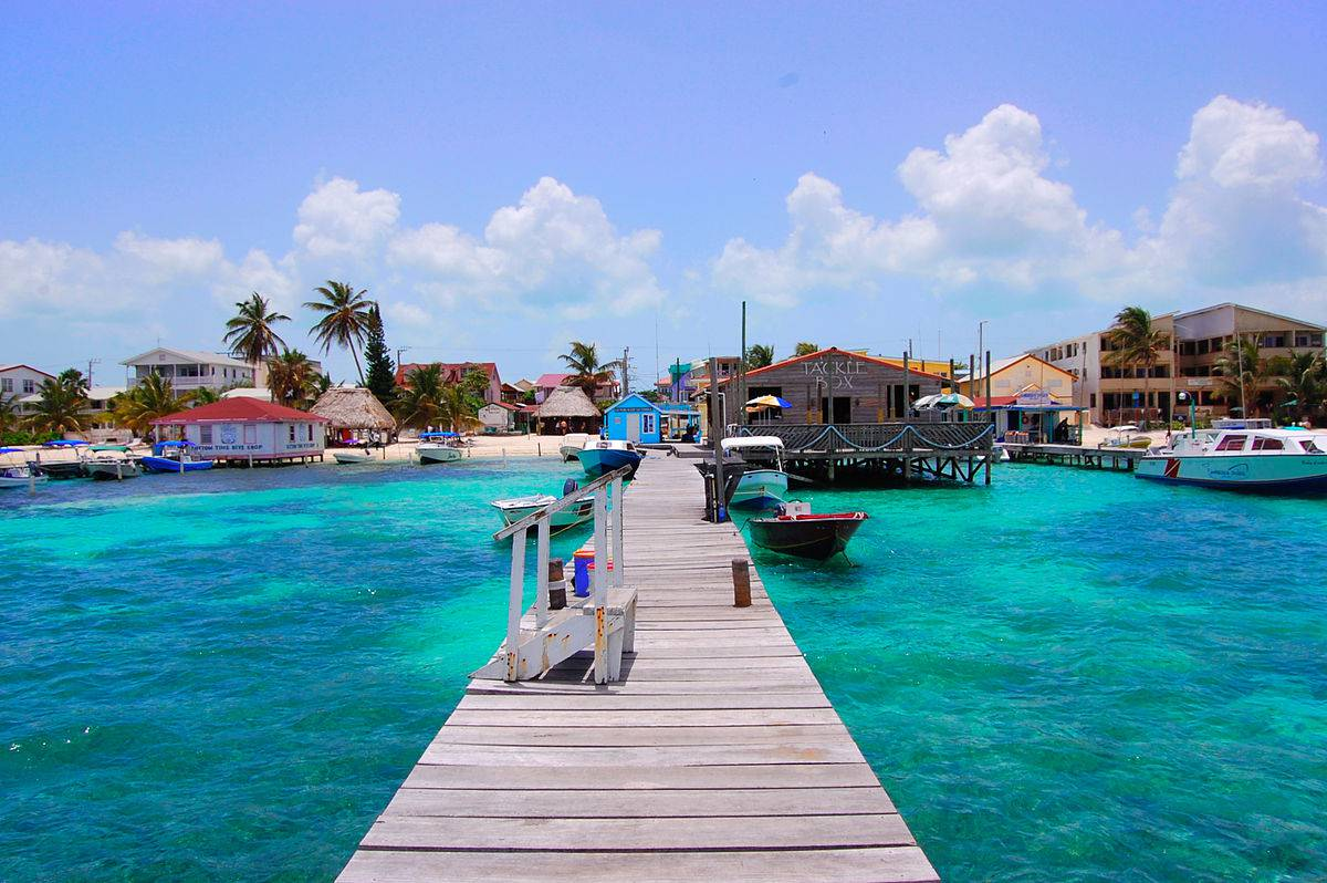 San Pedro Beach, Ambergris Caye, Belize (Foto di Areed145. Licenza CC BY-SA 3.0 via Wikimedia Commons)