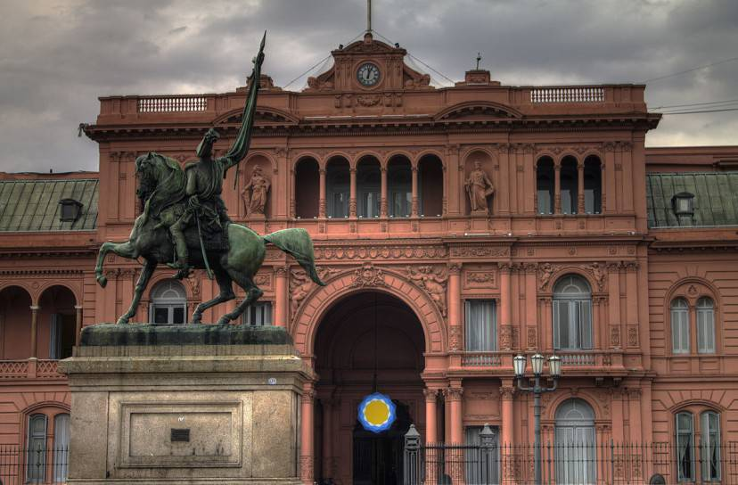 La Casa Rosada a Buenos Aires (Foto di Gino Lucas Turra. Licenza CC BY-SA 3.0 via Wikimedia Commons)
