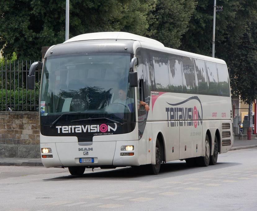 Bus della Terravision (Foto Chris Sampson, via Wikicommons. Licenza CC BY 2.0)