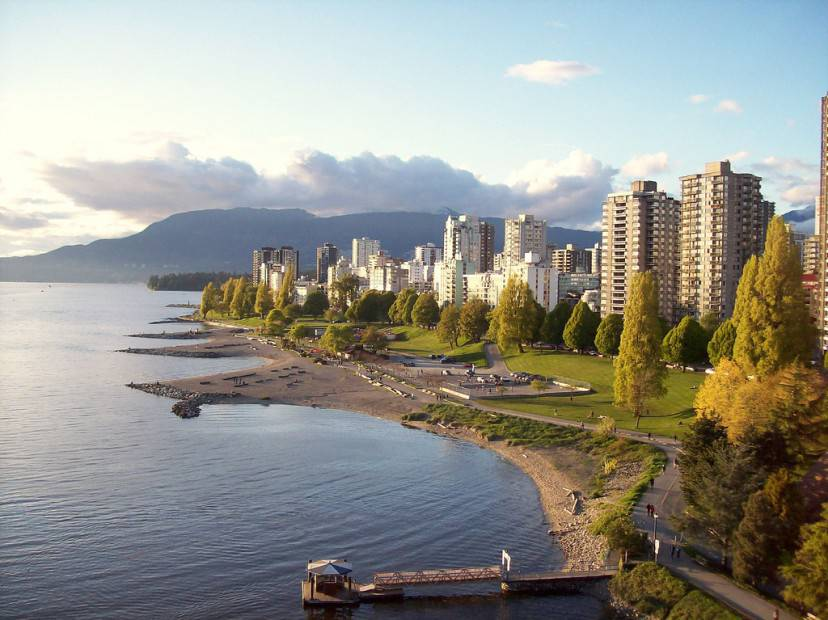 Vancouver, English Bay (Da Flickr. Licenza CC BY 2.0 via Wikimedia Commons)