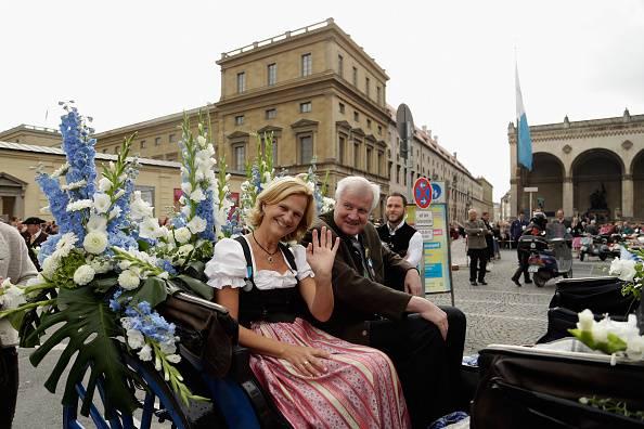 Il governatore della Baviera Horst Seehofer con la moglie Karin Seehofer (Johannes Simon/Getty Images)