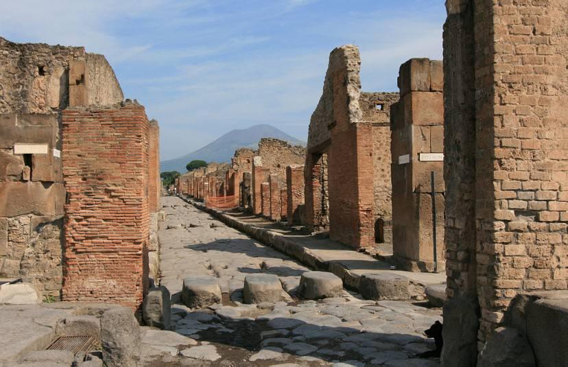 Pompei, Via Stabbiana (Foto di Jensens. Pubblico dominio via Wikimedia Commons)