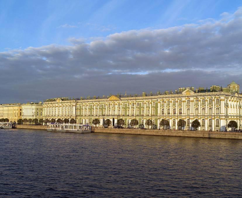 Il Museo dell'Hermitage a San Pietroburgo (Foto di Godot13. Licenza CC BY-SA 3.0 via Wikimedia Commons)