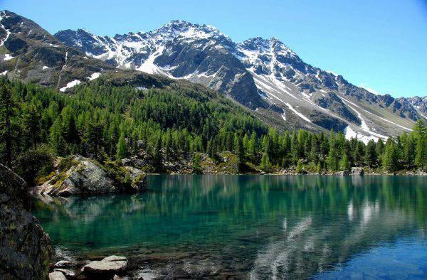 Lago di Saoseo, Val Poschiavo (Foto di Poschi. Licenza CC BY-SA 3.0 via Wikimedia Commons)