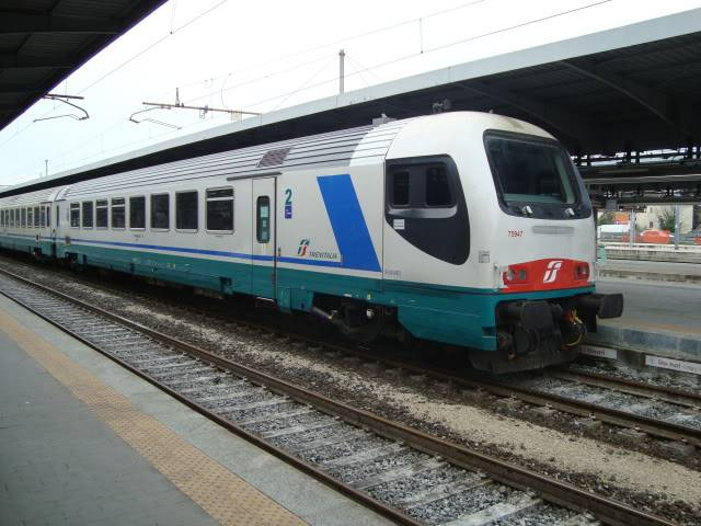 Treno Intercity (Foto di Piero Guadagnin. Licenza CC BY 3.0 via Commons)