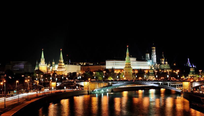 Mosca di notte (Foto di Aleks G- Licenza CC BY-SA 3.0 via Wikimedia Commons)