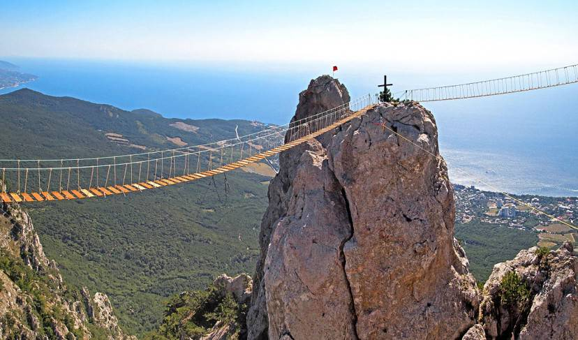 Ponte sospeso Ai-Petri, Crimea (Foto di Tiia Monto. Licenza CC BY-SA 3.0 via Wikimedia Commons)