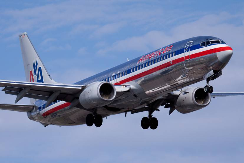 American Airlines, Boing 737 (Foto di Patrick Cardinal. Licenza CC BY 2.0 via Wikimedia Commons)