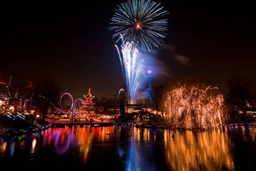 Capodanno a Copenaghen (Foto di Stig Nygaard. Licenza CC BY 2.0 via Wikimedia Commons)