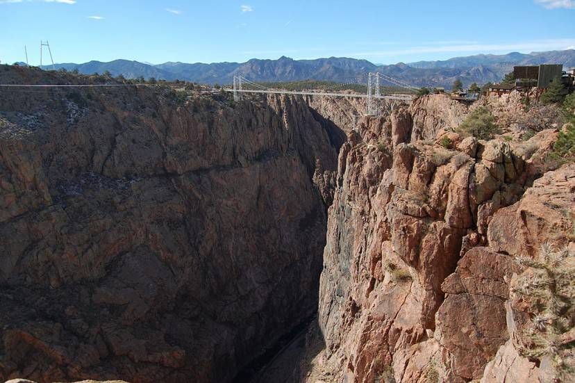 Royal Gorge Bridge, Colorado (Foto di Milan Suvajac. Licenza CC BY-SA 4.0 via Commons)