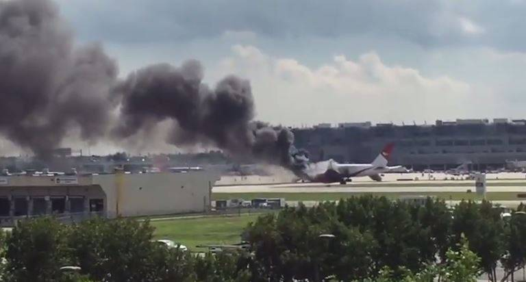 (Aereo in fiamme Forte Lauderdale, screenshot YouTube)