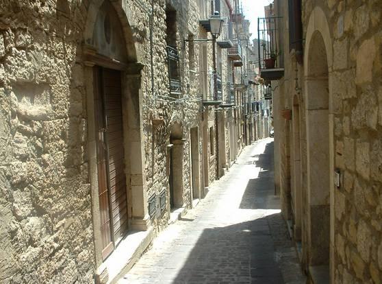 Gangi, Corso Fedele Vitale (Wikipedia. Di Azotoliquido CC BY-SA 3.0,)