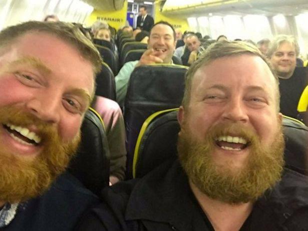 I sosia a bordo del volo Ryanair (dal web)