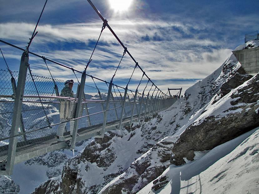 Ponte Titlis, Svizzera (Foto di Andreas Faessler. CC BY-SA 3.0 via Wikimedia Commons)