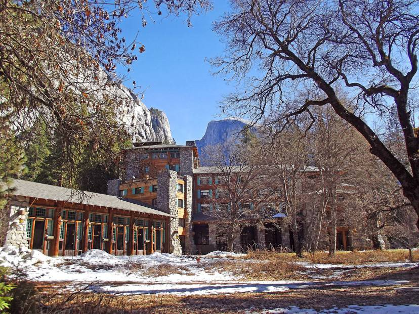 Ahwahnee Hotel (Foto di Amadscientist Licenza CC BY-SA 3.0 via Commons)