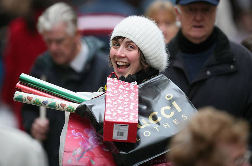 BATH, UNITED KINGDOM - DECEMBER 23: A Christmas shopper makes her away along the High Street on December 23, 2006 in Bath, England. With just two days to go before Christmas, the streets are busy with people as they are finishing their last-minute Christmas shopping. (Photo by Matt Cardy/Getty Images)
