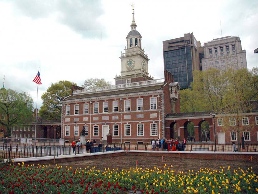 Independence Hall, Philadelphia (Foto di Rdsmith4. Licenza CC BY-SA 2.5 via Wikimedia Commons)