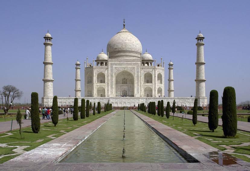 Taj Mahal (Yann. Con licenza GFDL tramite Wikimedia Commons)