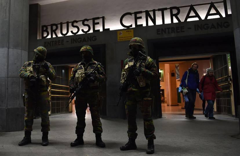 Blitz polizia a Bruxelles, 22 novembre 2015 (EMMANUEL DUNAND/AFP/Getty Images)