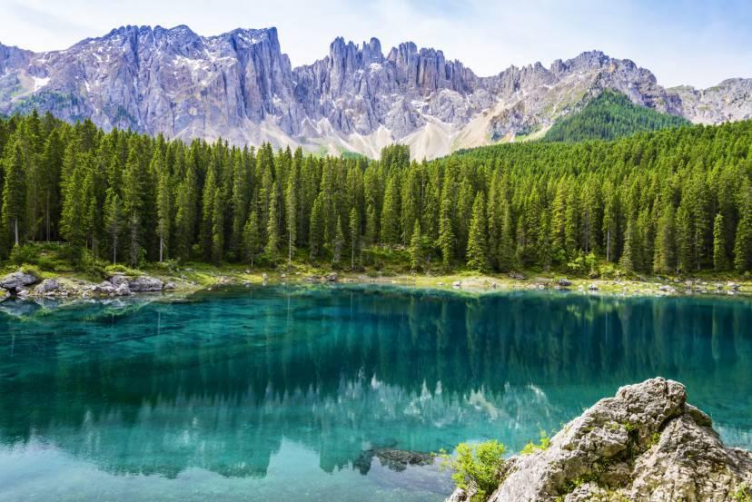 Lago di Carezza con il gruppo del Latemar (Thinkstock)