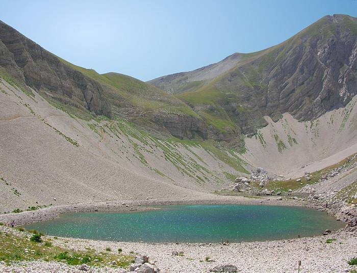 Lago di Pilato (Foto di Idéfix. Licenza CC BY-SA 3.0 tramite Wikimedia Commons)