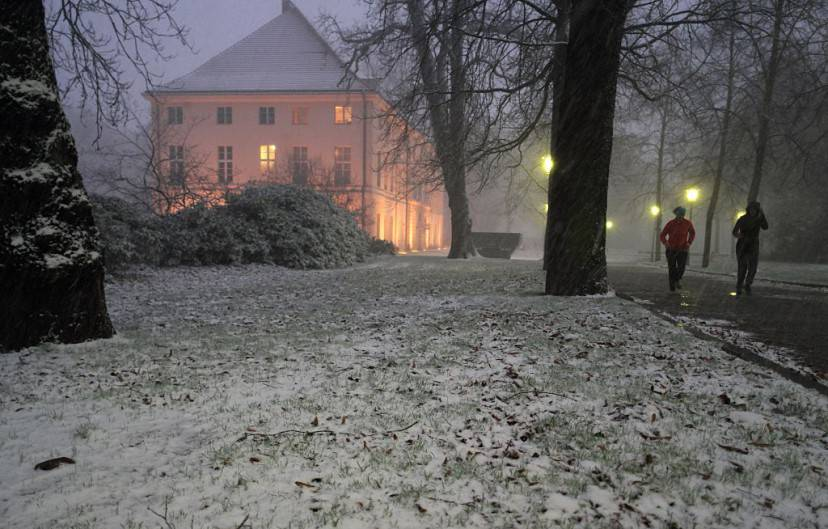 Neve a Schoenhausen, Berlino (JOERG CARSTENSEN/AFP/Getty Images)