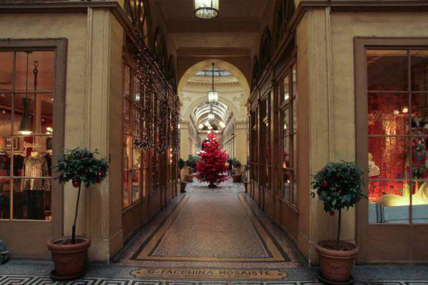 Boutiques di Parigi sotto Natale (THinkstock)