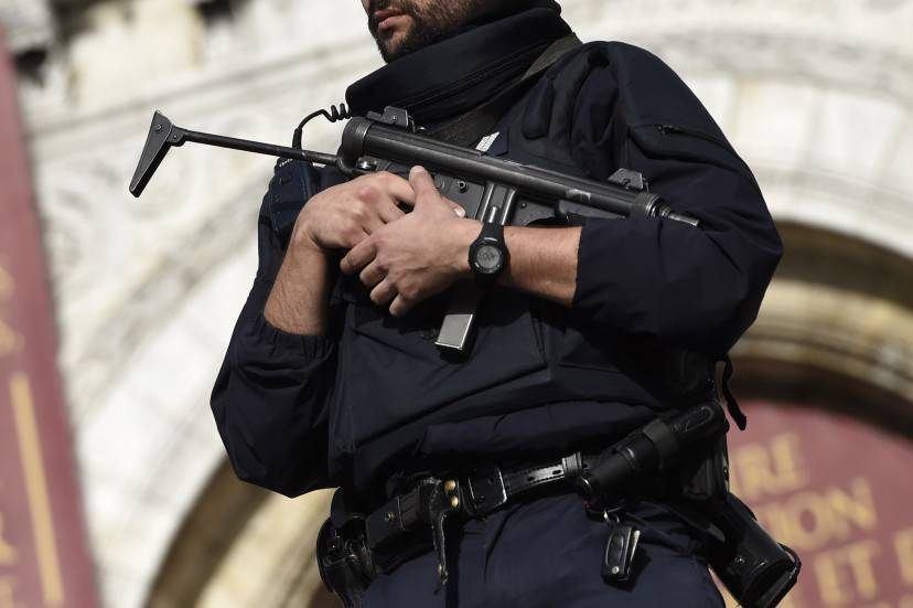 Polizia a Parigi dopo gli attentati (MIGUEL MEDINA/AFP/Getty Images)