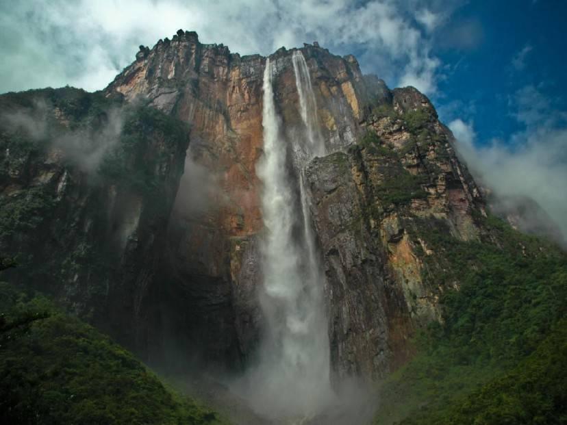 Cascata del Salto Angel, Venezuela (arlos Poleo. Licenza CC BY-SA 3.0 via Wikimedia Commons)
