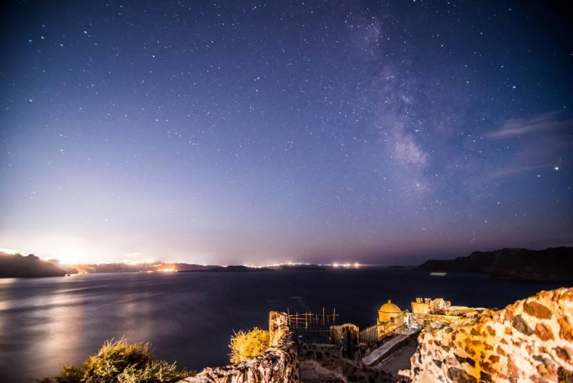 Mare d'inverno a Santorini, con Via Lattea (Thinkstock)