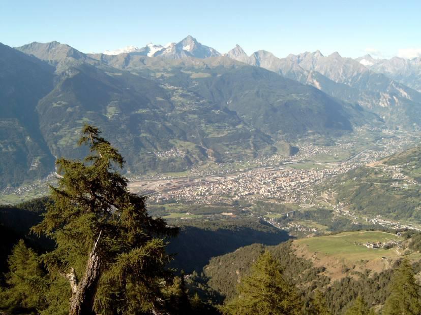 Aosta, panorama (Foto di Gerrit. Licenza CC BY-SA 3.0 via Wikimedia Commons)