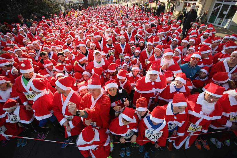 Corsa dei Babbi Natale a Michendorf, Germania (Sean Gallup/Getty Images)