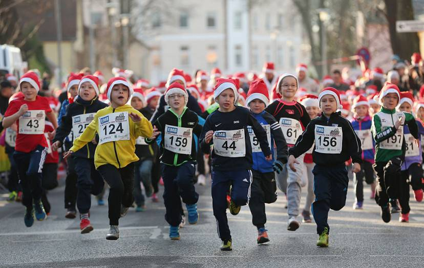 Corsa dei Babbi Natale a Michendorf, Germania (Sean Gallup/Getty Images)
