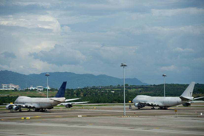 Boeing 747-200F planes with the registration numbers TF-ARM (L) and TF-ARN (R) are seen parked on the tarmac at Kuala Lumpur International Airport (KLIA) in Sepang on December 8, 2015. Still puzzled by the mystery of missing flight MH370, Malaysian airport authorities now have the opposite problem: three Boeing 747 planes left unclaimed at the country's main airport. AFP PHOTO / MOHD RASFAN / AFP / MOHD RASFAN        (Photo credit should read MOHD RASFAN/AFP/Getty Images)