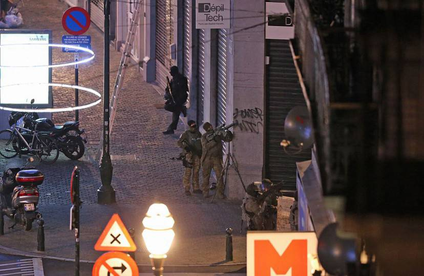 Armed special forces of the police are pictured during searchings in the Rue Antoine Dansaert street in the city center of Brussels on December 20, 2015.  Belgian police searched a home in the centre of Brussels on Sunday and made one arrest in connection with a probe into last month's terror attacks in Paris, federal prosecutors said. / AFP / BELGA / NICOLAS MAETERLINCK / Belgium OUT        (Photo credit should read NICOLAS MAETERLINCK/AFP/Getty Images)