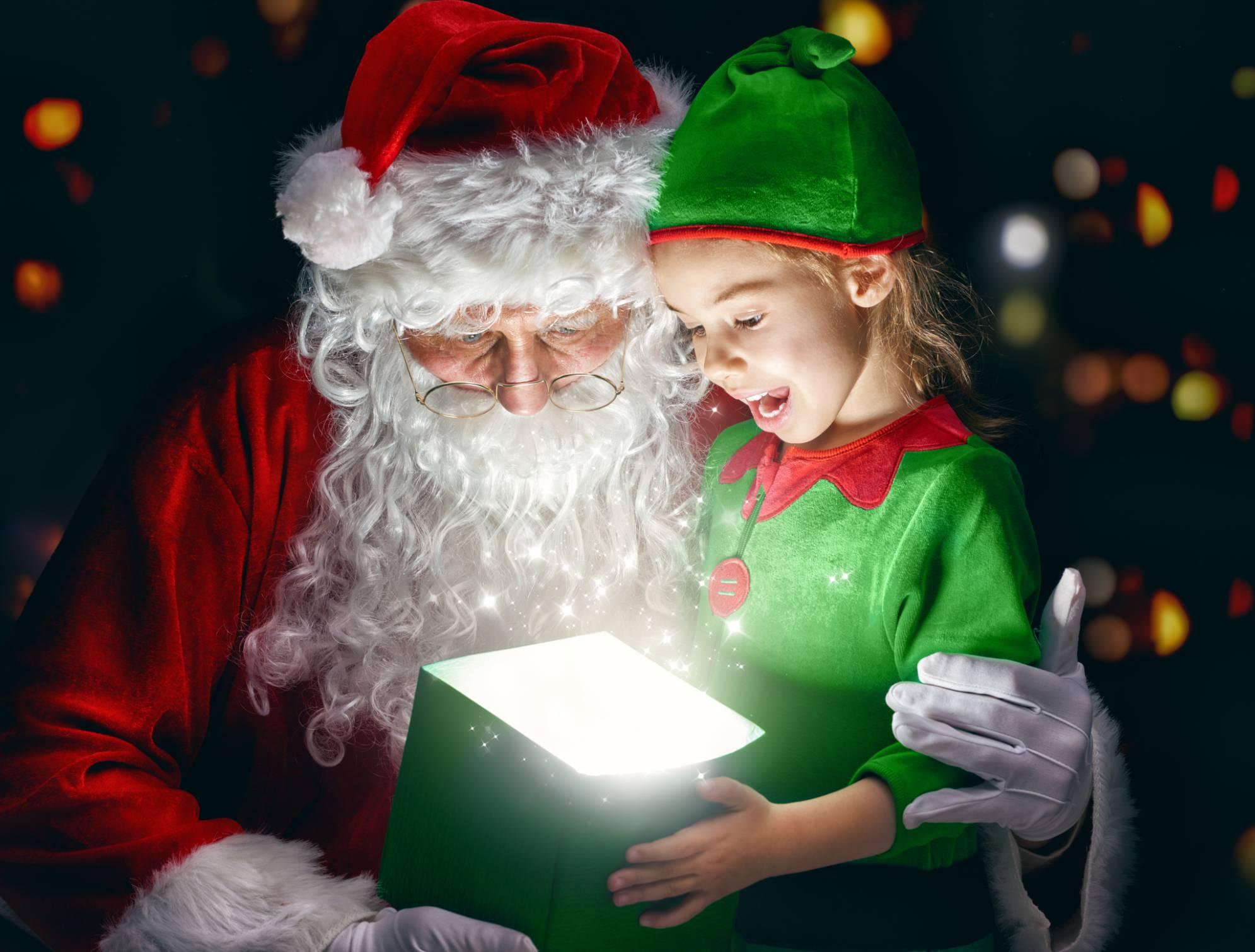 Babbo Natale E Gli Elfi.L Accademia Degli Elfi Per Aiutare Babbo Natale Si Trova