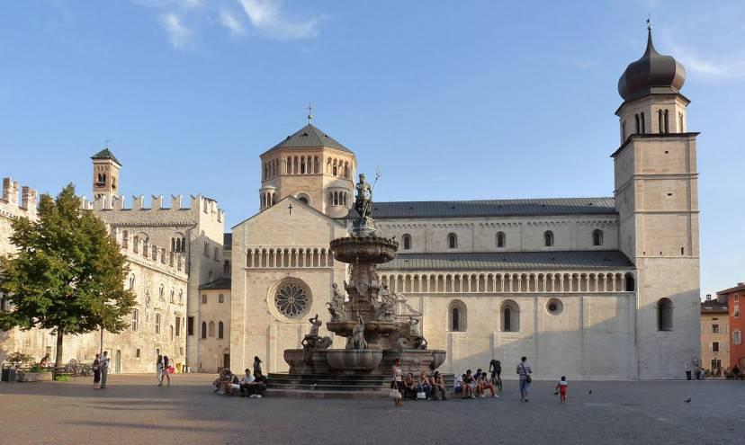 Trento, Piazza Duomo (Foto di Matteo Ianeselli. Licenza CC BY 3.0 via Wikimedia Commons)
