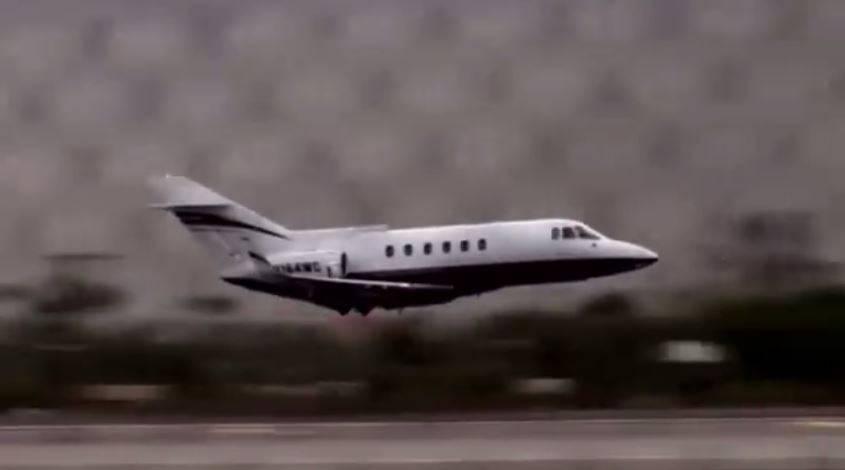 Aereo Privato Piccolo : Aereo senza carrello atterraggio a paura video