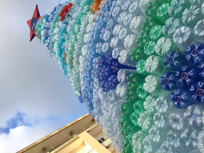 Albero di Natale con bottiglie di plastica Calimera (Lecce)