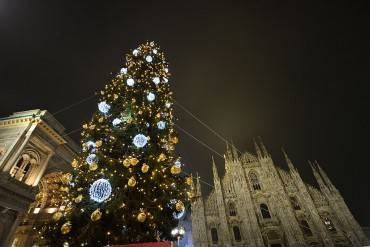 Albero di Natale in Piazza Duomo a Milano (GIUSEPPE CACACE/AFP/Getty Images)