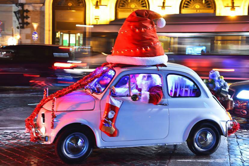 Babbo Natale in 500 a Roma (VINCENZO PINTO/AFP/Getty Images)