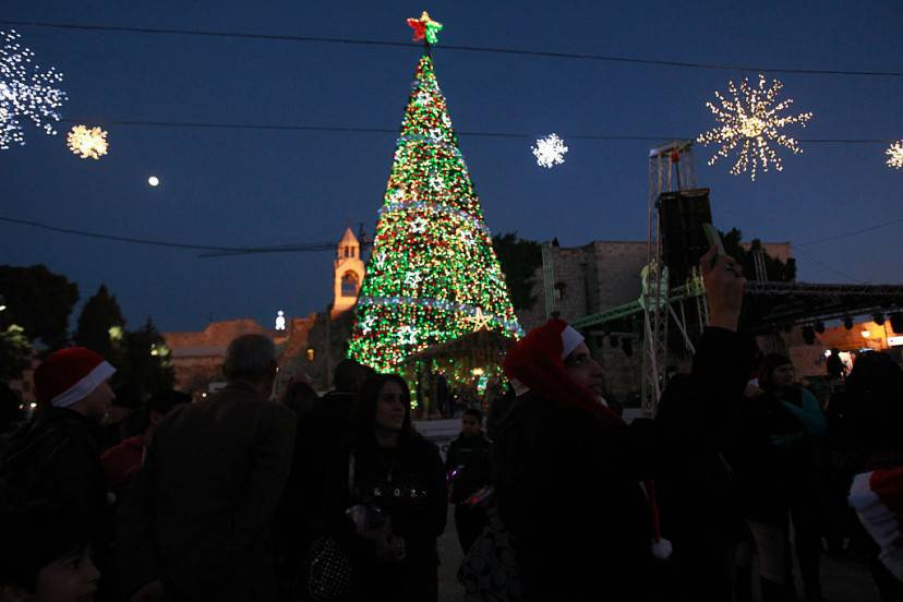 Albero di Natale a Betlemme (MUSA AL-SHAER/AFP/Getty Images)