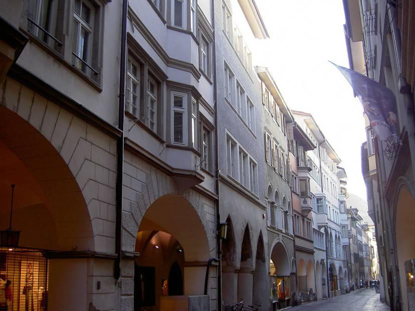 Portici a Bolzano (Foto di Emes. Licenza CC BY-SA 3.0 via Wikimedia Commons)