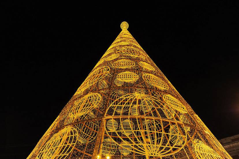 Albero di Natale a Puerta del Sol Madrid (Denis Doyle/Getty Images)