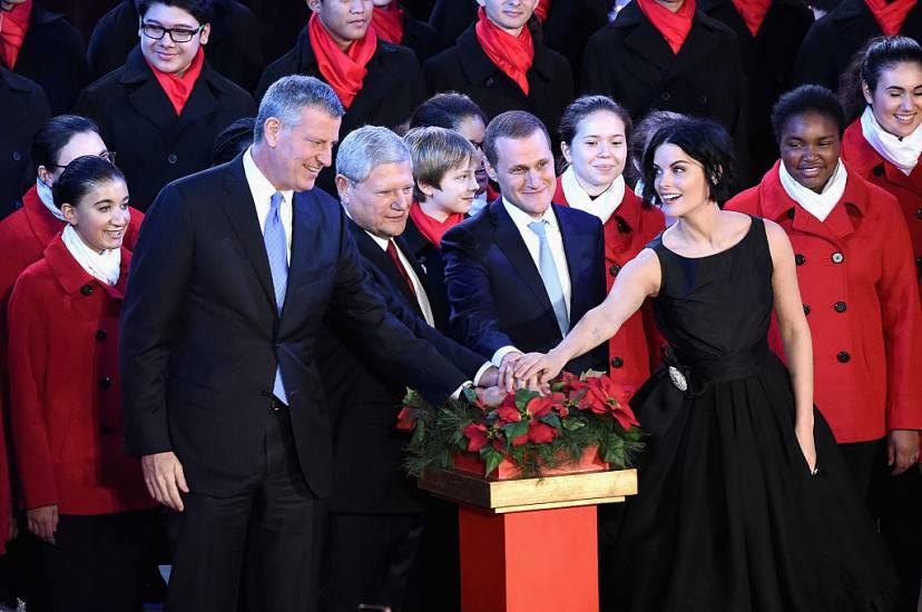 Il sindaco De Blasio accende l'albero di Natale a Rockfeller Center (Getty Images)